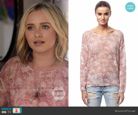 360 Cashmere Morpheus Sweater in Rose worn by Hayden Panettiere on Nashville