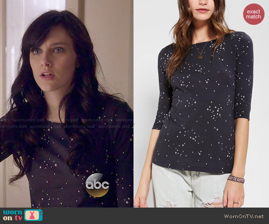 BDG Printed 3/4 Sleeve Boatneck Tee worn by Aubrey Peeples on Nashville