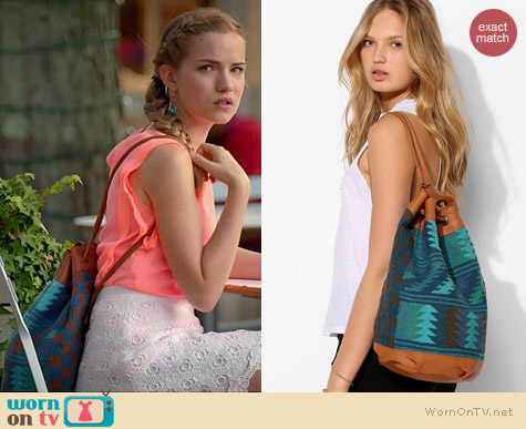 Ecote Andie Kilim Bucket Backpack worn by Willa Fitzgerald on Royal Pains