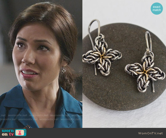 Femailler Silver Star Flower Earrings worn by Michaela Conlin on Bones