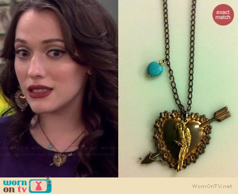 Luxe De Ville Vintage Heart Necklace worn by Kat Dennings on 2 Broke Girls