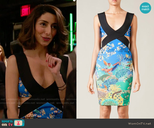 worn by Delia (Necar Zadegan) on GG2D