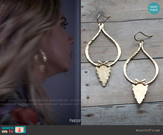 Nashelle Arrowhead Teardrop Earrings worn by Hanna Marin on PLL