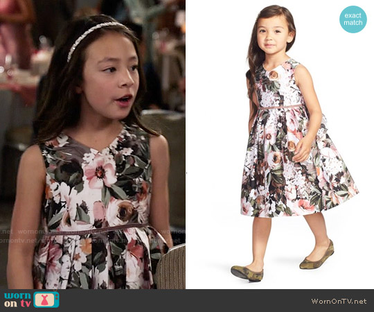 Pippa & Julie  Grey Floral Shantung Dress worn by Aubrey Anderson-Emmons on Modern Family
