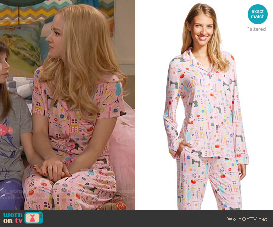 Nick & Nora Pajama Set in Pouty Pink worn by Dove Cameron on Liv & Maddie