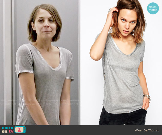 Zadig & Voltaire T-Shirt with Metallic Foil Detailing worn by Willa Holland on Arrow
