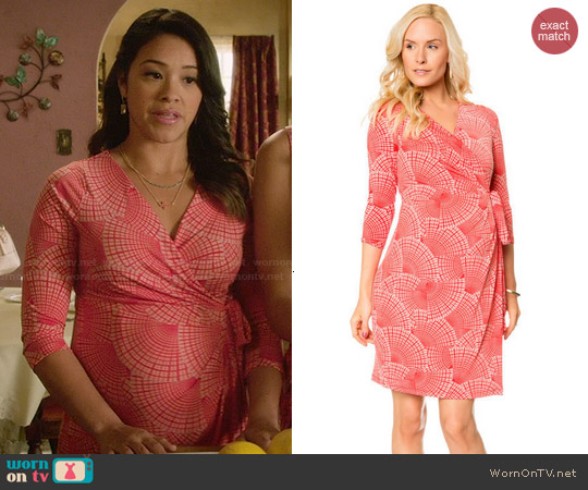 A Pea in the Pod 3/4 Sleeve Faux Wrap Maternity Dress in Fan Print Coral worn by Gina Rodriguez on Jane the Virgin