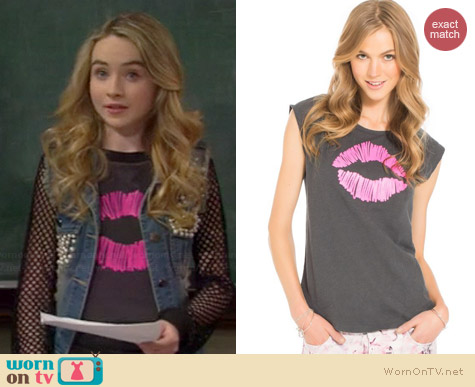 Aeropostale Scribble Lips Tank worn by Sabrina Carpenter on Girl Meets World