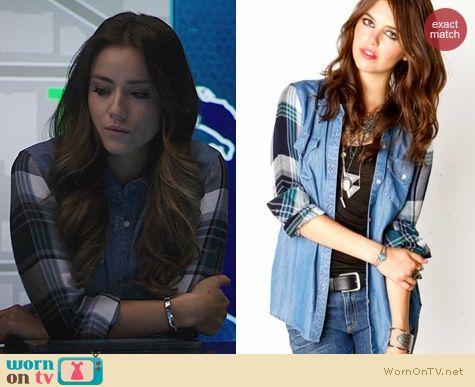 Agents of SHIELD Fashion: Rails Jackson Plaid Sleeve shirt worn by Chloe Bennett