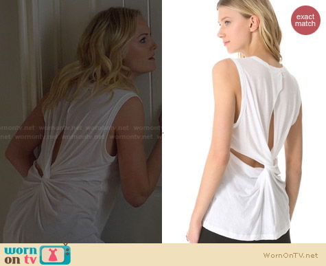 ALC Harper Twistback Tee worn by Malin Akerman on Trophy Wife