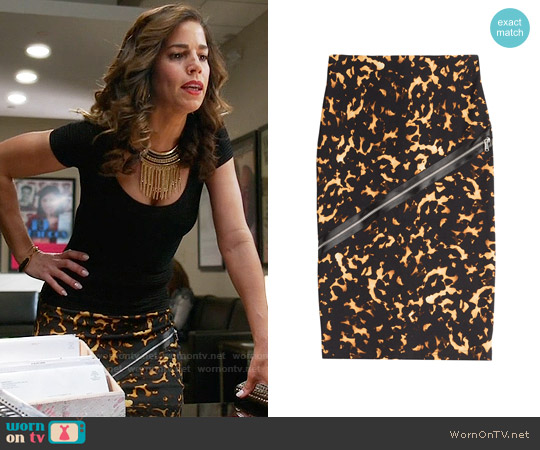 Alexander McQueen Stretch Cotton Pencil Skirt with Zip Detail worn by Ana Ortiz on Devious Maids