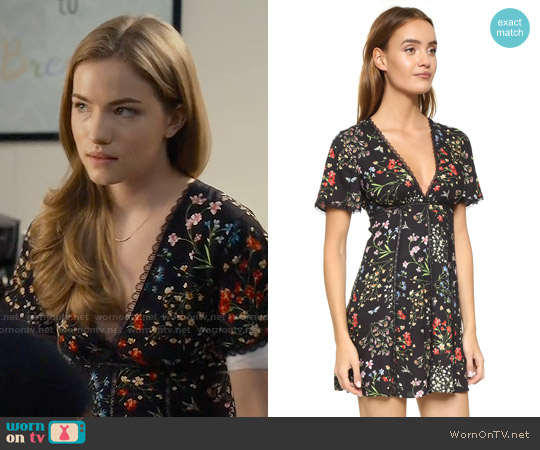 worn by Emma Duval (Willa Fitzgerald) on Scream
