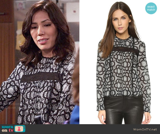 Alice & Olivia Angeline Top in Hexagon Shell worn by Michaela Conlin on Bones