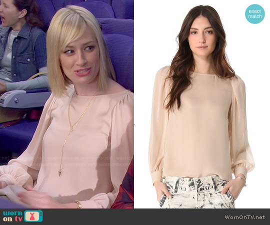 Alice & Olivia Blouson Sleeve Blouse worn by Beth Behrs on 2 Broke Girls