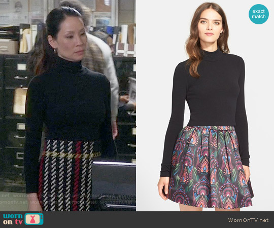 Alice & Olivia Garrison Mock Neck Top worn by Lucy Liu on Elementary
