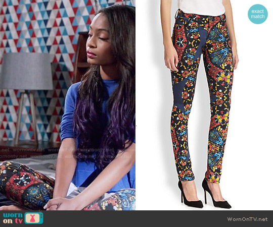 Alice & Olivia Jewel Print Skinny Jeans worn by Yara Shahidi on Blackish