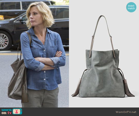 All Saints Freedom Hobo Slouchy Bag worn by Claire Dunphy on Modern Family