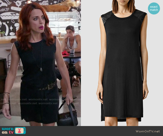 worn by Jo (Alanna Ubach) on GG2D