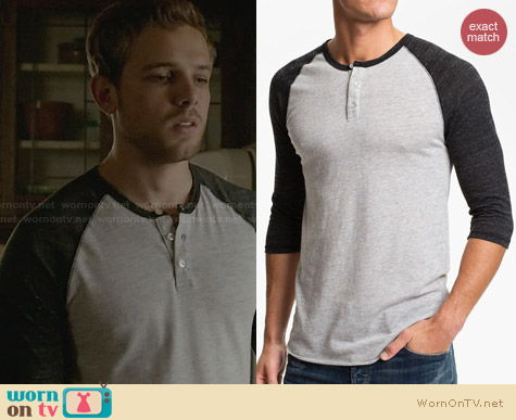 Alternative Heathered Raglan Henley in Oatmeal and black worn by Max Thieriot on Bates Motel