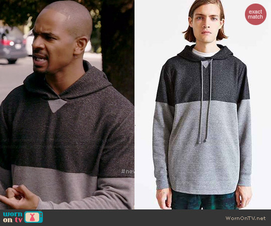 Alternative Shirttail Pullover Hooded Sweatshirt in Grey worn by Damon Wayans Jr on New Girl
