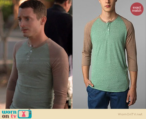 Alternative Two-tone Raglan Henley worn by Elijah Wood on Wilfred