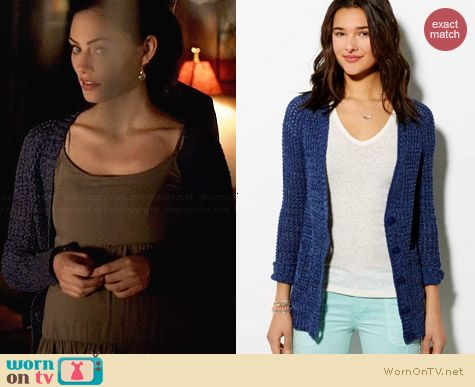 American Eagle Chunky Waffle Knit Cardigan worn by Phoebe Tonkin on The Originals