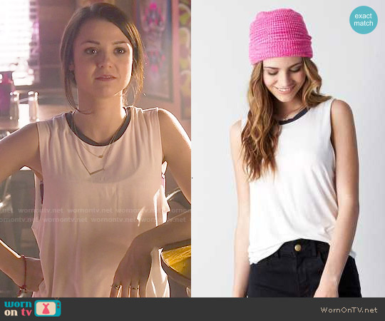 American Eagle Drapey Muscle Tank worn by Kathryn Prescott on Finding Carter