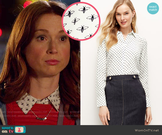 Ann Taylor Bumble Bee Silk Perfect Shirt worn by Ellie Kemper on Unbreakable Kimmy Schmidt