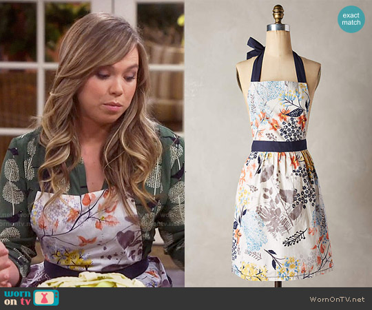 Anthropologie Botanist Knoll Apron worn by Kristin Baxter on Last Man Standing