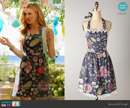 Anthropologie Butterfly Field Apron worn by Brooke D'Orsay on Royal Pains