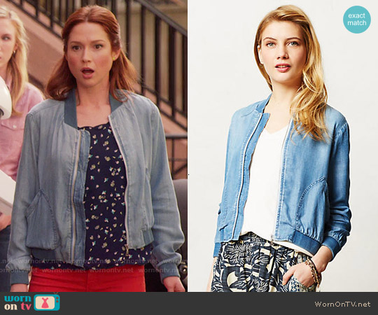 Anthropologie Cloth & Stone Chambray Bomber worn by Kimmy Schmidt on Unbreakable Kimmy Schmidt