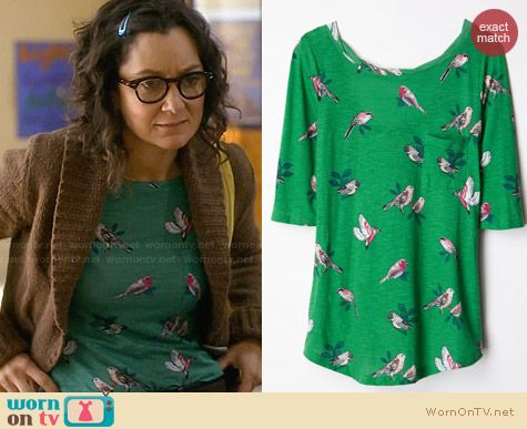 Anthropologie Creature Feature Top in Green worn by Sara Gilbert on Bad Teacher