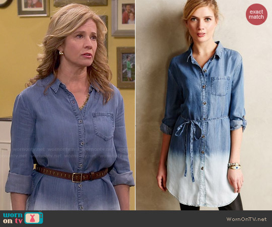 Anthropologie Dip-Dyed Chambray Tunic worn by Nancy Travis on Last Man Standing