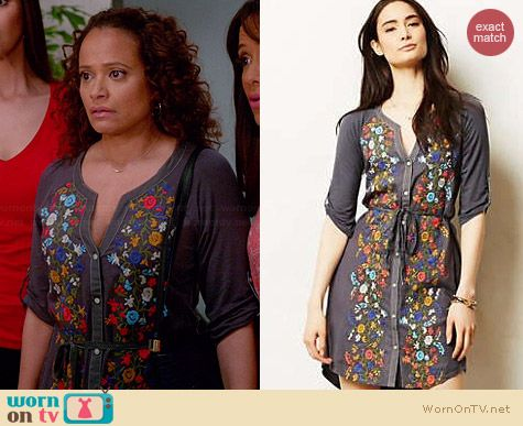 Anthropologie Gathered Vines Tunic worn by Judy Reyes on Devious Maids
