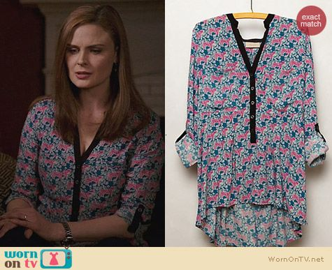 Anthropologie Honore Blouse in Green Motif worn by Emily Deschanel