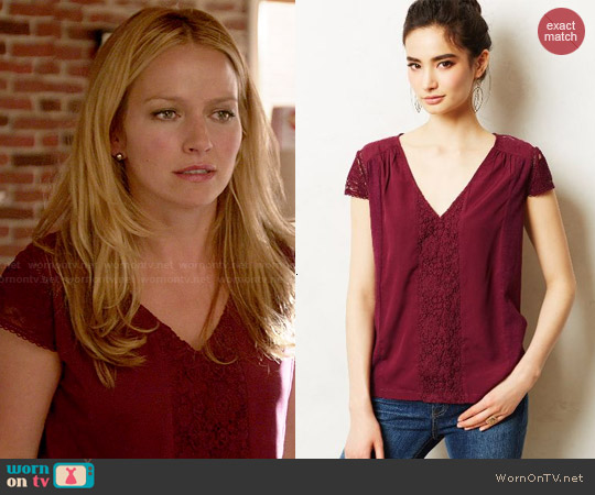 Anthropologie Micaela Tee worn by Becki Newton on Weird Loners