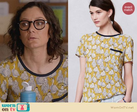 Anthropologie Printmaker Blouse in yellow birds print worn by Sara Gilbert on Bad Teacher