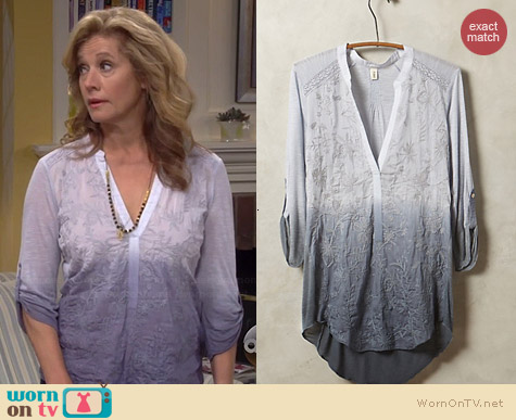 Anthropologie Stitched Ombre Popover in Grey worn by Nancy Travis on Last Man Standing