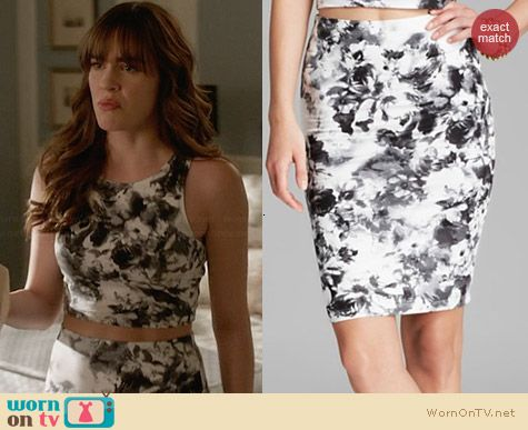 Aqua Geranium Jersey Pencil Skirt worn by Charlotte Grayson on Revenge