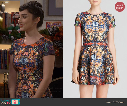 Aqua Sunrise Kaleidoscope Scuba Cap Sleeve Dress worn by Molly Ephraim on Last Man Standing