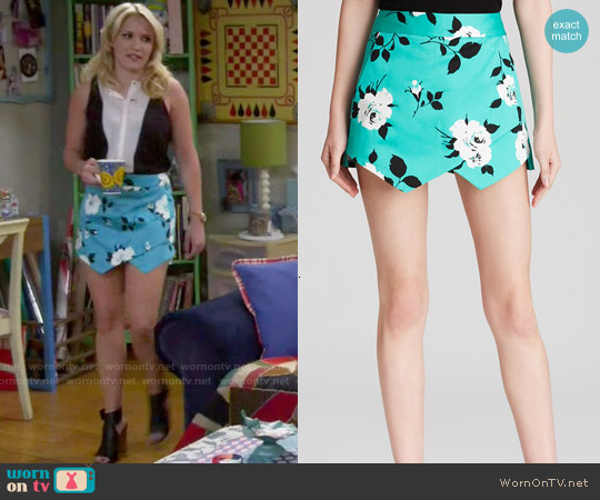 Aqua Retro Floral Skort worn by Emily Osment on Young & Hungry