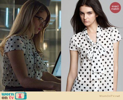 Arrow Fashion: Alice + Olivia Miranda Sequin Bow Blouse worn by Felicity Smoak