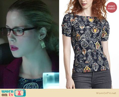 Arrow Fashion: Anthropologie Here & There tee in hot air balloon print worn by Emily Bett Rickards