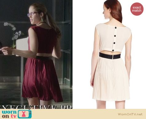 Arrow Fashion: BB Dakota Jean Dress worn by Emily Bett Rickards