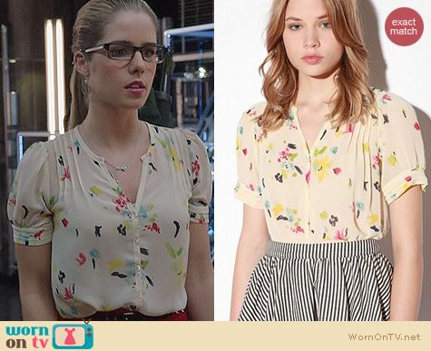 Fashion of Arrow: Urban Outfitters Pins & Needles Watercolor Chiffon Blouse worn by Felicity Smoak