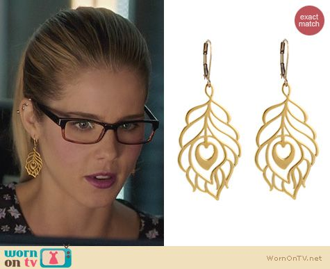 Jewelry on Arrow: Peggy Li Peacock Feather Earrings worn by Emily Bett Rickards