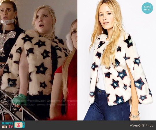 ASOS Stars Mini Faux Fur Cape Co-ord worn by Abigail Breslin on Scream Queens