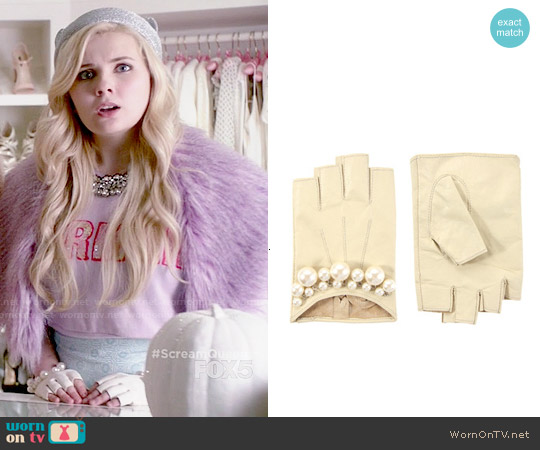ASOS Pearl Detail Leather Fingerless Gloves worn by Abigail Breslin on Scream Queens