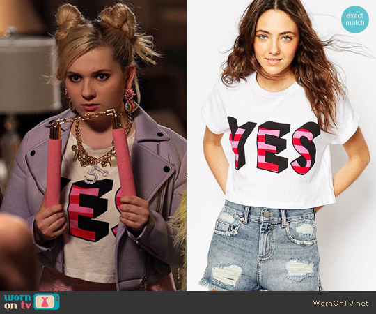 ASOS Cropped T-Shirt With Yes Print worn by Abigail Breslin on Scream Queens