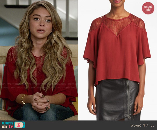 ASTR Lace Yoke Top worn by Sarah Hyland on Modern Family